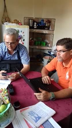 Eduardo Ortiz y Juan Carlos Linares en trabajo de mesa