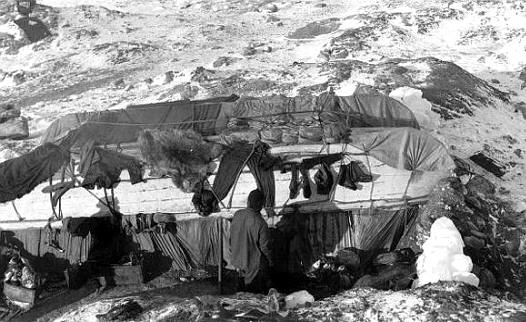 Antártida: Shackleton: Construyendo una cabaña en la Isla Elefante