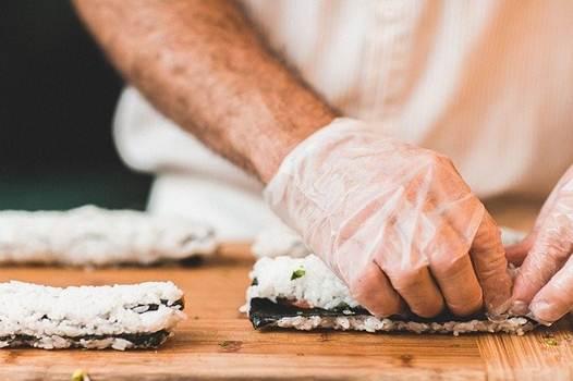 Blog Cultureduca educativa manos-cocinero Manipulación de alimentos. Nociones básicas de higiene y seguridad alimentaria