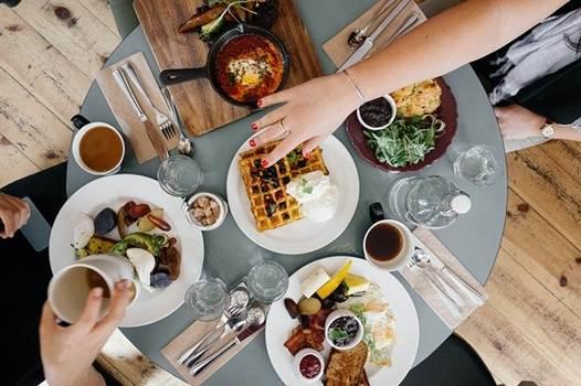Blog Cultureduca educativa restaurante-comer Manipulación de alimentos. Nociones básicas de higiene y seguridad alimentaria