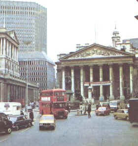 City londinense con la Royal Exchange y el Banco de Inglaterra al fondo