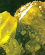 El azufre es un ejemplo de mineral de brillo no metálico, resinoso