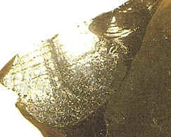 La obsidiana es uno de los minerales que pueden presentar fractura concoidea